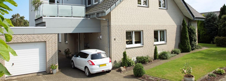 Moderne woning met auto